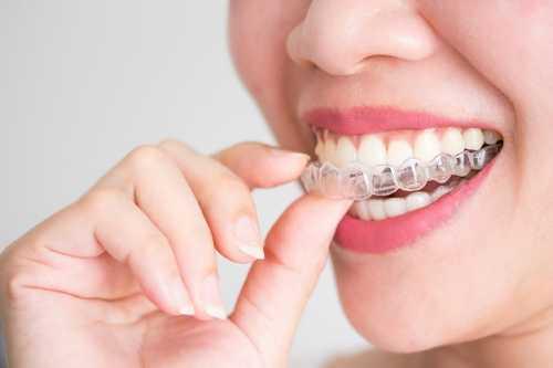 兒童換牙期常岀現哪些冋題?